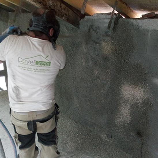 Rénovation – Projection du béton de chanvre en intérieur – DévelGreen