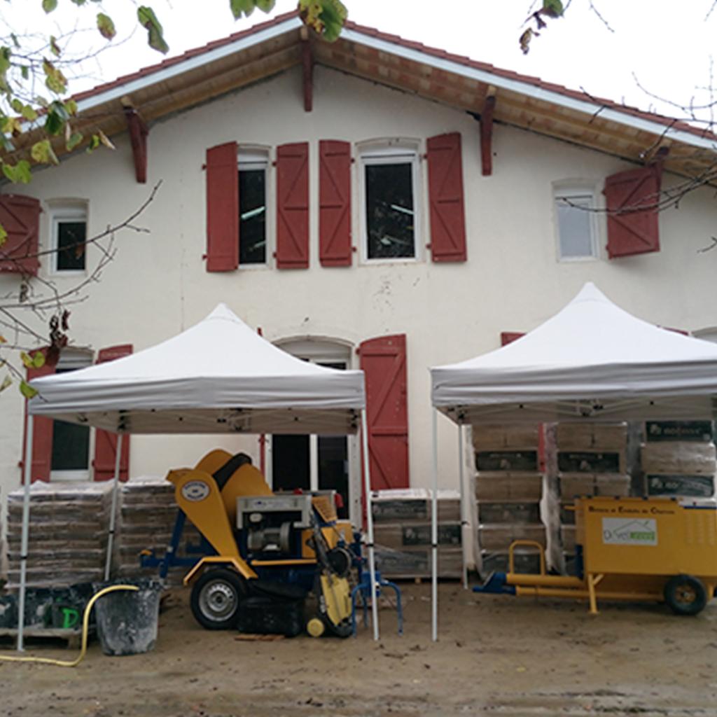 Rénovation thermique par l'intérieur en béton de chanvre projeté - DévelGreen